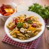 21 przepisów na makaron z kurczakiem