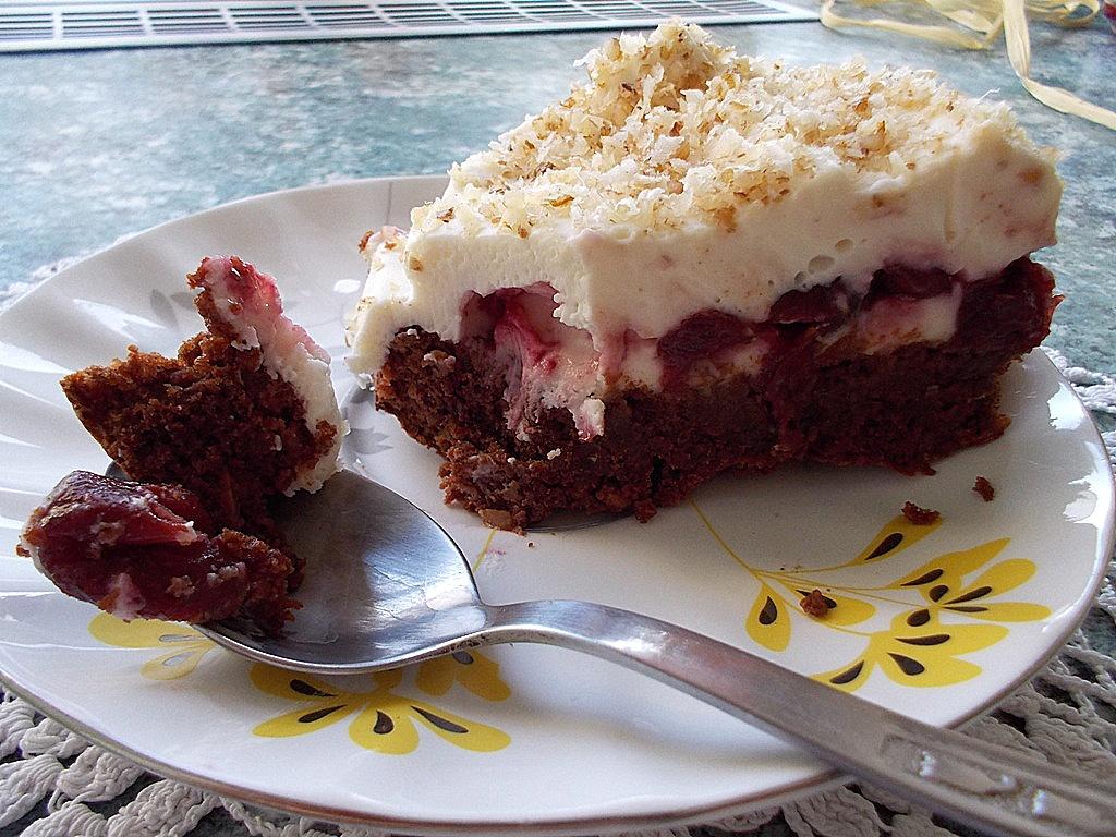 czekoladowe ciasto z wiśniami i z mascarpone