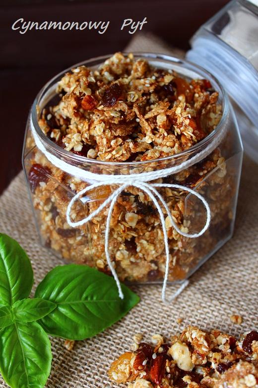 przepis domowa granola z truskawkami i jogurtem