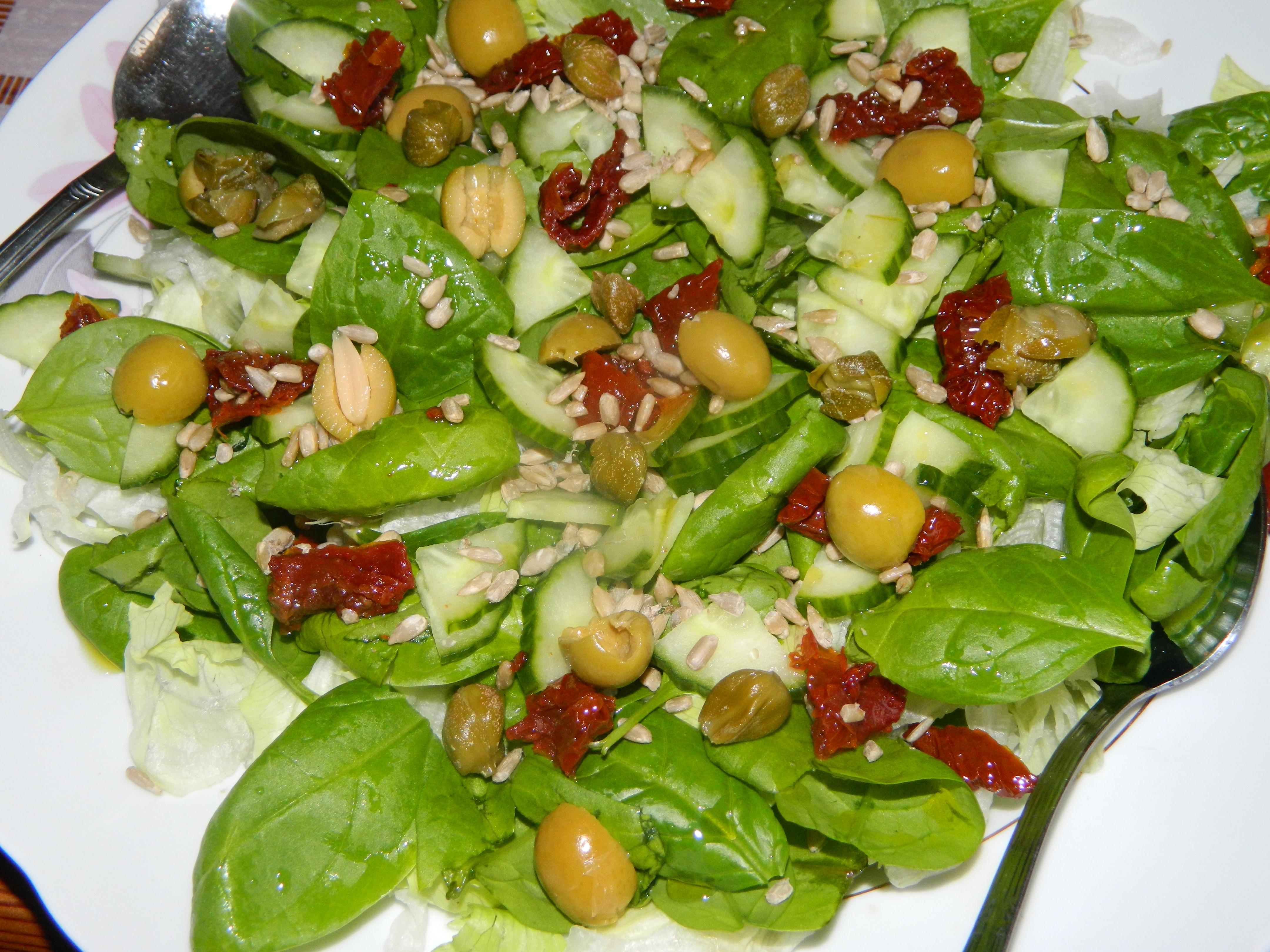 Szybka Salatka Ze Szpinakiem Mozarella I Pomidorami