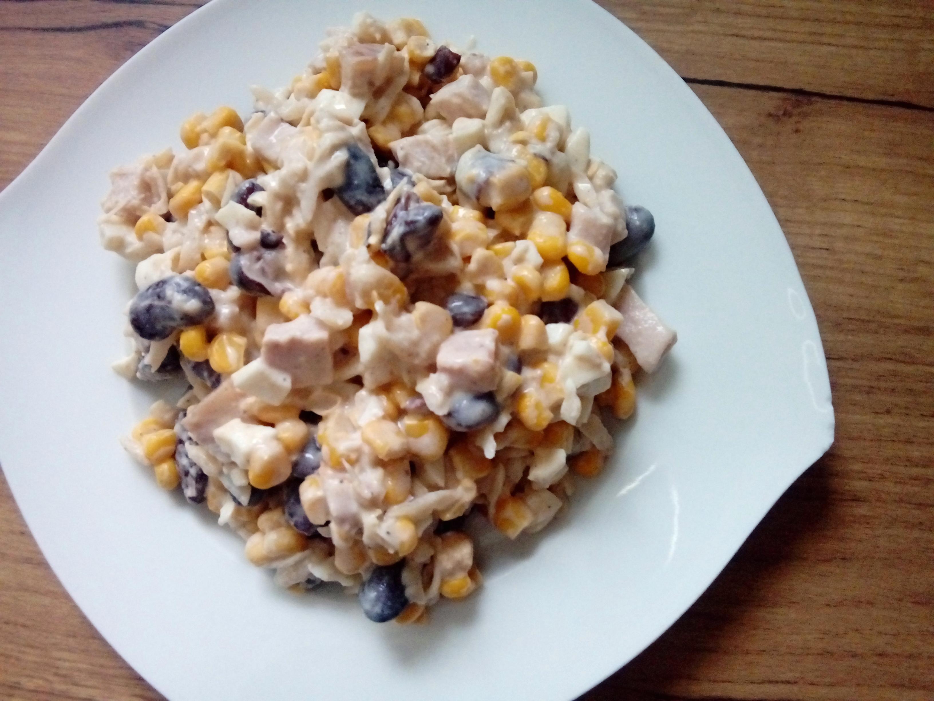 Salatka Z Selera Konserwowego Czerwonej Fasoli I Kukurydzy